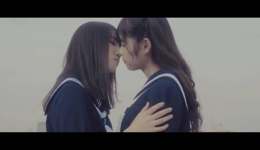 Lesbians Sexy Deep Kissing